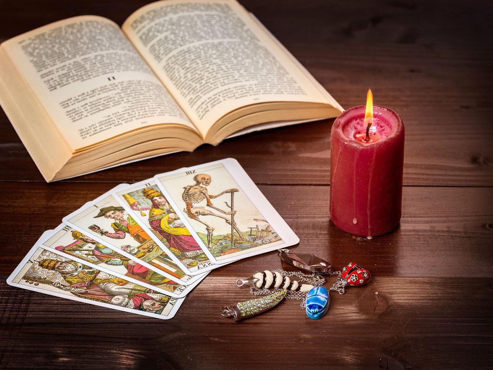 les principaux types de tirage de carte : Tarot, Oracle, Cartomancie- Partie 2